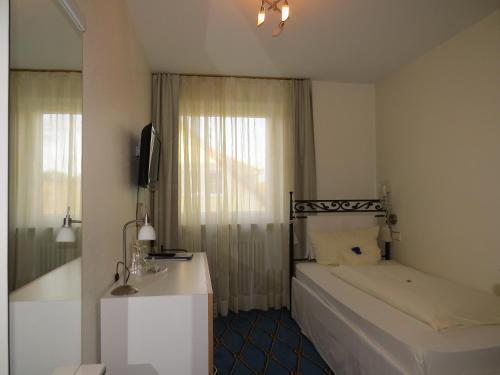 Ein Bett oder Betten in einem Zimmer der Unterkunft Hotel & Restaurant Mainaublick