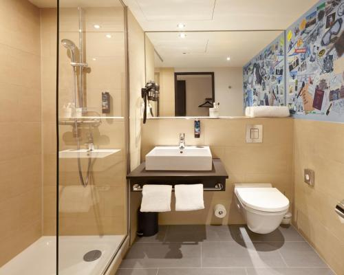 Ein Badezimmer in der Unterkunft the niu Air
