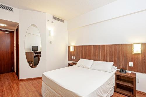 Кровать или кровати в номере Firenze Business Hotel