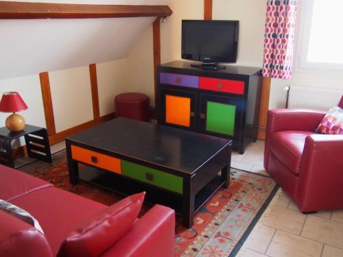 Télévision ou salle de divertissement dans l'établissement Gîtes en Normandie en Front de Mer Asnelles