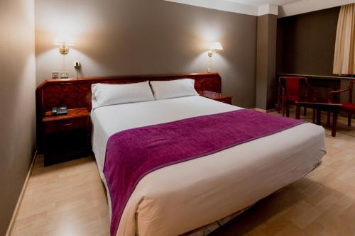 Кровать или кровати в номере Tulip Inn Andorra Delfos
