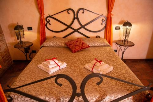 A bed or beds in a room at Antica Corte dei Principi