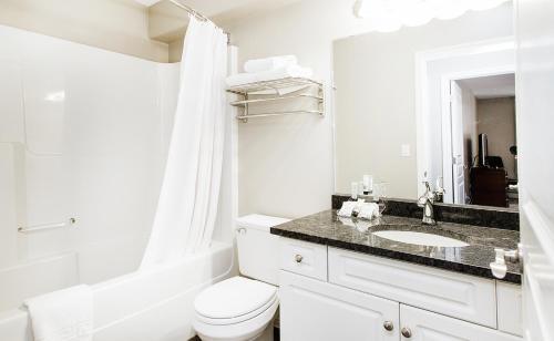 A bathroom at Canterra Suites Hotel