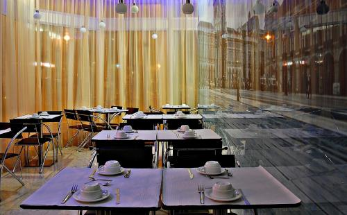 Un restaurante o sitio para comer en Lisbon City Hotel by City Hotels
