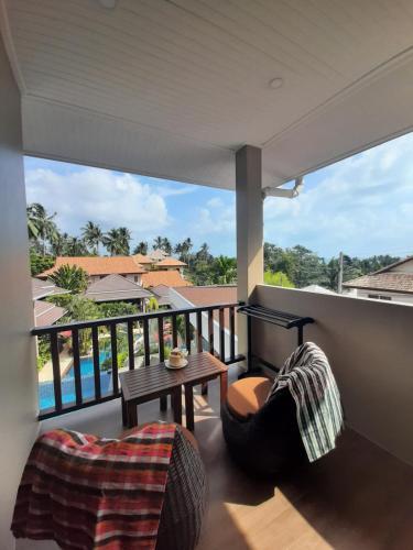 Ein Balkon oder eine Terrasse in der Unterkunft Baan Sawan Samui Resort