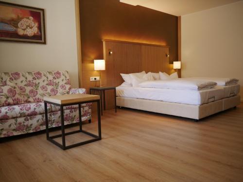 Ein Bett oder Betten in einem Zimmer der Unterkunft Landgasthof Hotel Hess