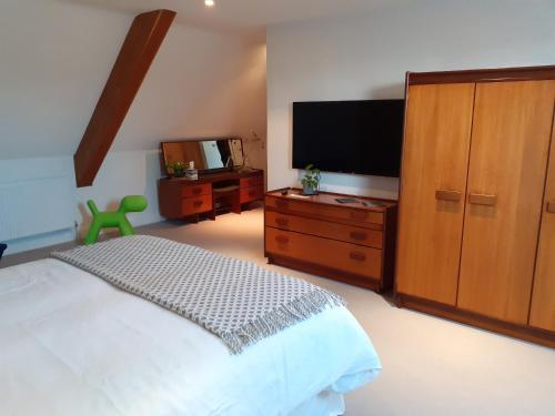 A television and/or entertainment center at Greenhill Farm Barn B&B