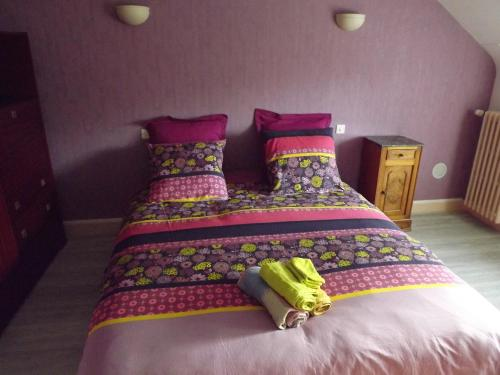 A bed or beds in a room at Chez Lili