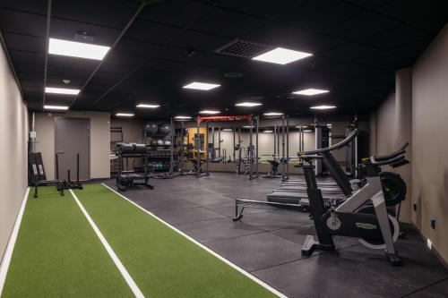 The fitness center and/or fitness facilities at Comfort Hotel Arlanda Airport Terminal