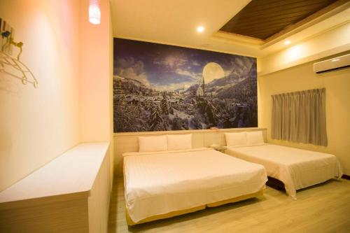 A bed or beds in a room at Anshun Hotel