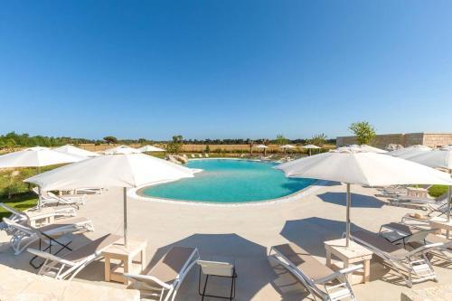 Vista sulla piscina di Agriturismo Vigna Corallo o su una piscina nei dintorni
