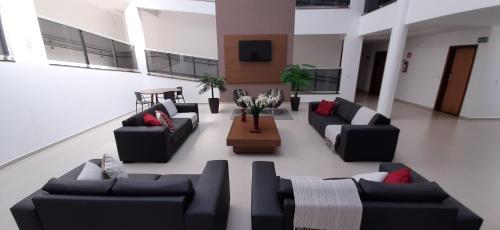 Uma área de estar em Guines Palace Hotel