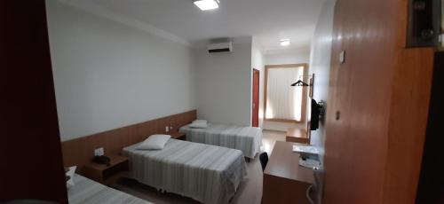 Cama ou camas em um quarto em Guines Palace Hotel