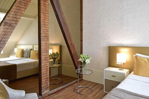 A bed or beds in a room at My Story Hotel Ouro
