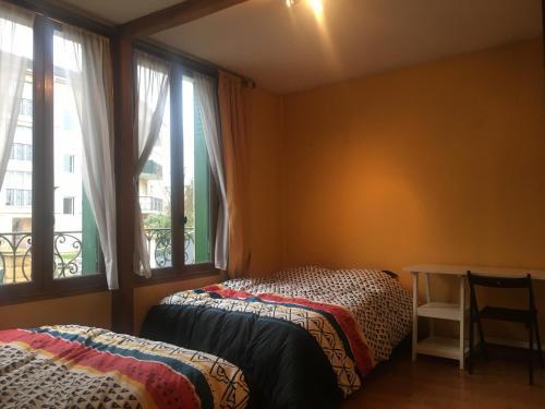 A bed or beds in a room at Coup de Cœur au Cottage