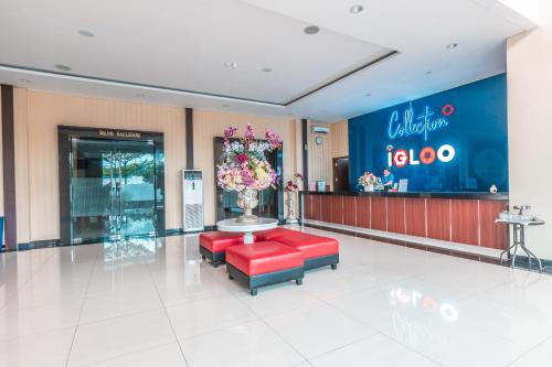 The lobby or reception area at Vaccinated Staff - Collection O 26 Hotel Igloo