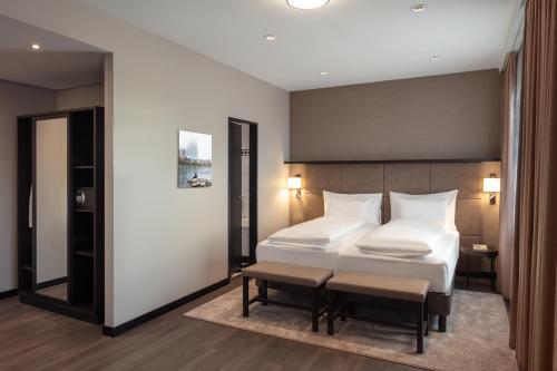 Ein Bett oder Betten in einem Zimmer der Unterkunft Hotel Victoria