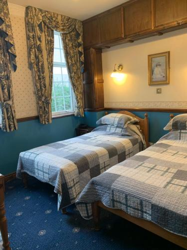 A bed or beds in a room at Lyndon House
