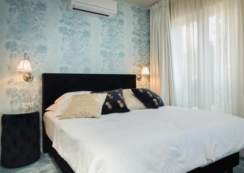 A bed or beds in a room at Boban Luxury Suites