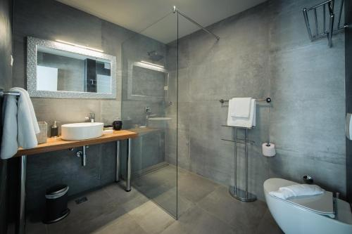 A bathroom at Boban Luxury Suites