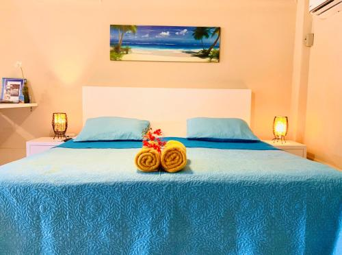 A bed or beds in a room at Aruba Sunset Beach Studios