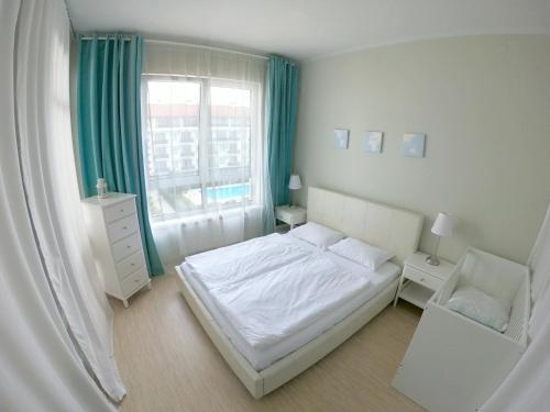 A bed or beds in a room at Apartment Imeretinskiy on Parusnaya 23