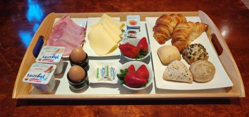 Breakfast options available to guests at House of Tulips