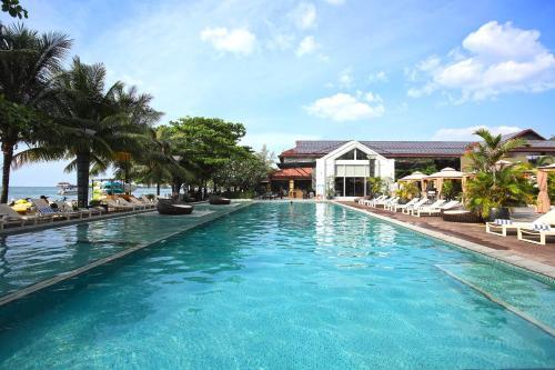 The swimming pool at or near Queenco Hotel & Casino