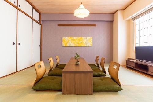 A seating area at Bijou Suites Akari