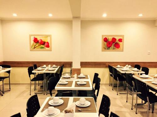 A restaurant or other place to eat at Astor Hotel
