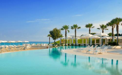 The swimming pool at or near Capovaticano Resort Thalasso Spa