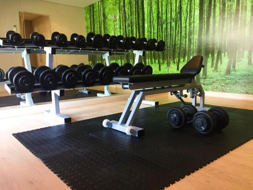 The fitness centre and/or fitness facilities at Holiday Inn Express Cape Town City Centre, an IHG Hotel