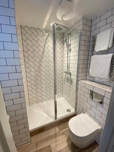 A bathroom at Highfield House Hotel