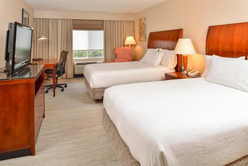A bed or beds in a room at Hilton Garden Inn Dover