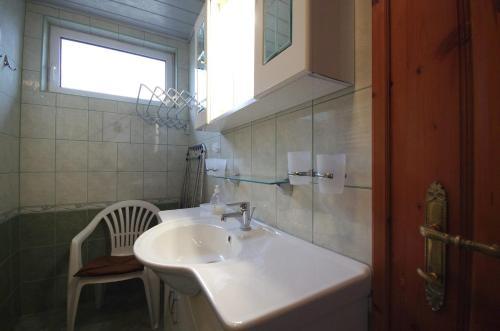 A bathroom at Fortuna Apartman