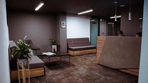 The lobby or reception area at Soy Local Parque La 93