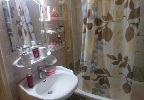 A bathroom at Al madina Tower