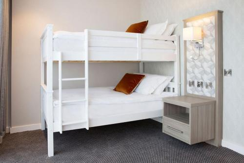 A bunk bed or bunk beds in a room at Metro Hotel Dublin Airport