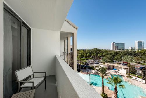 A view of the pool at Holiday Inn Orlando – Disney Springs™ Area, an IHG Hotel or nearby