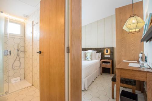 A bathroom at Boutique Hotel Sant Roc & Spa