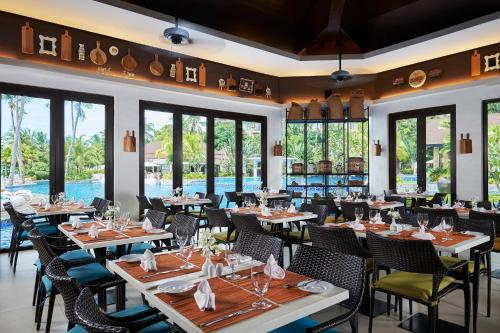 A restaurant or other place to eat at Movenpick Resort & Spa Boracay