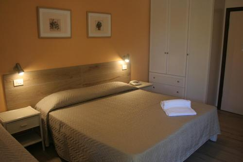 A bed or beds in a room at Hotel Maristella
