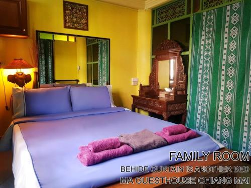 A bed or beds in a room at Ma Guesthouse Chiang Mai