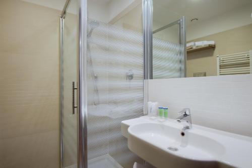 A bathroom at Camplus Guest Bononia Casa per Ferie