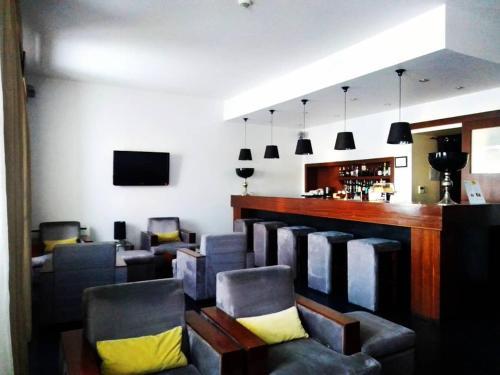 A área de bar ou lounge em Hotel Acez