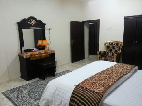 Cama ou camas em um quarto em Al Eairy Apartments - Al Ahsa 4
