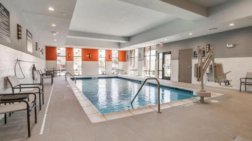 The swimming pool at or near Hampton Inn & Suites Dallas-Central Expy/North Park Area