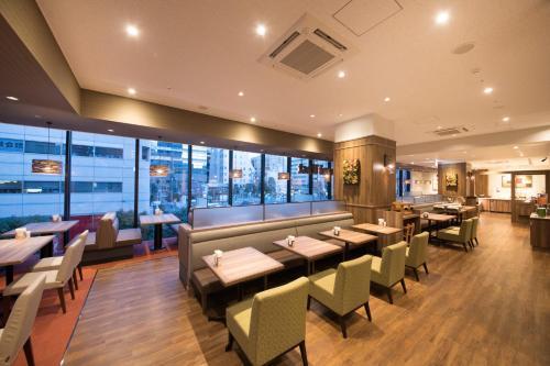 A restaurant or other place to eat at Richmond Hotel Yokohama Ekimae