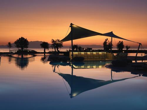 Der Swimmingpool an oder in der Nähe von Sani Dunes