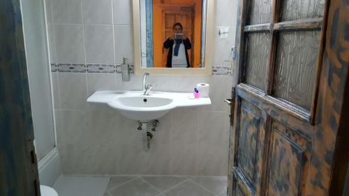 A bathroom at Victoria Suite Hotel & Spa
